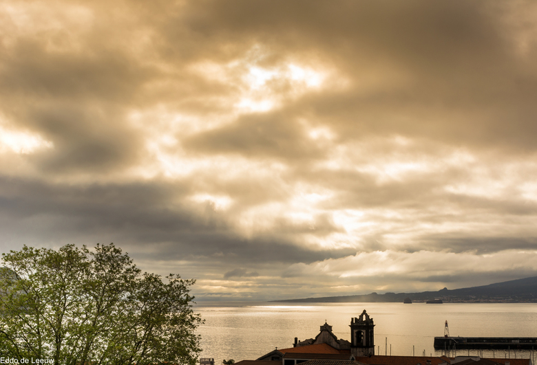 zonsopkomst in Horta - Zicht vanaf ons vakantieadres in Horta Faial, Azoren