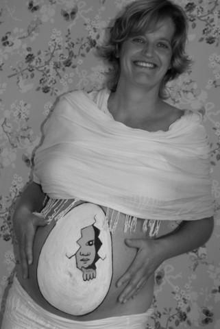 Ik kom eraan hoor...1 - Hoog zwangere zus(je) heeft vanochtend haar buik laten beschilderen en ik heb met haar een leuke fotoshoot gedaan. De eerste k