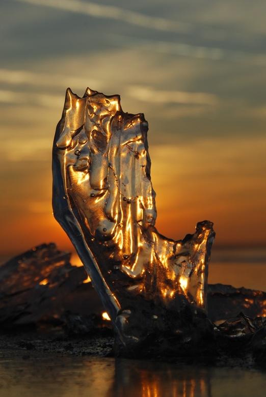 Wintergoud - Ijsschotsje op het Wolderwijd <br /> <br /> Deze foto is geplaats in Zoom, bedankt erg leuk!