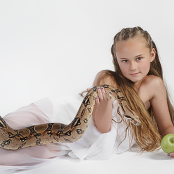 The litlle girl and the snake