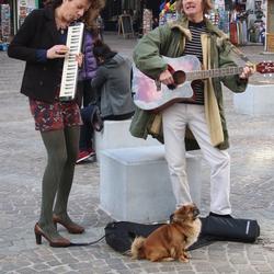 eerste zonnestralen,eerste straatmuzikanten
