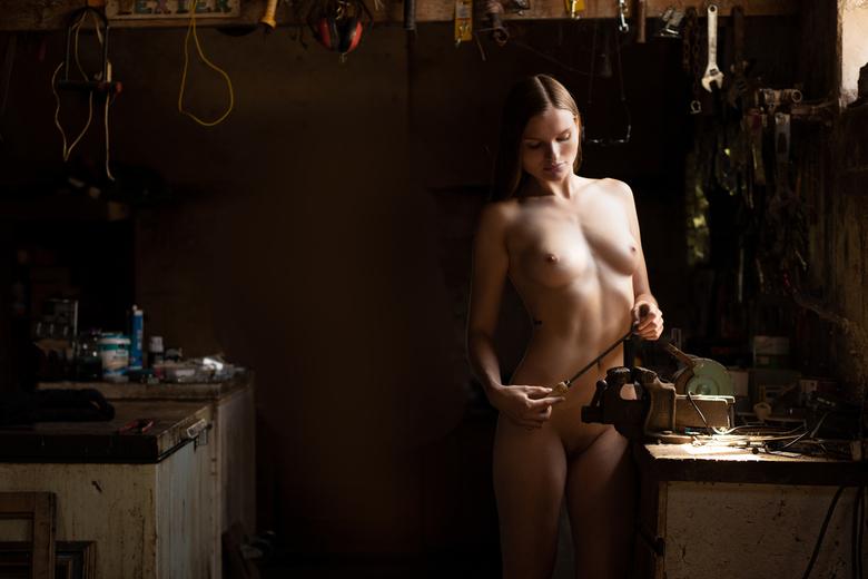 Tinkering - Gemaakt van een mooi model voor op haar Onlyfans page<br /> https://onlyfans.com/veganmodel?rec=40156410