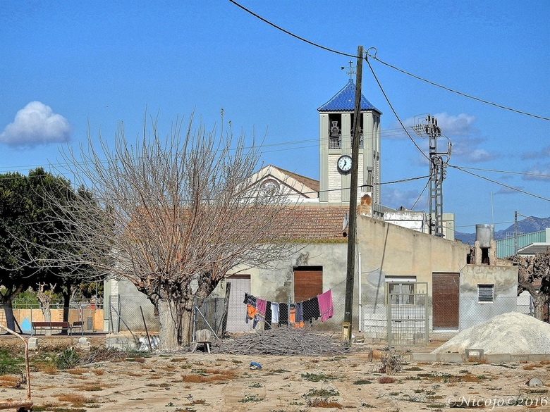 """Palmpaaszondag..... - .....een klein dorp van ca 10 huizen en een kerkje, zondag of niet de was moet gedaan worden.....<img  src=""""/images/smileys/wilt"""