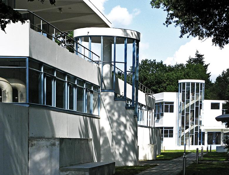 Wegwerp Architectuur - Op Landgoed Zonnestraal in de Loosdrechtse bossen, staan de oude gebouwen van het voormalige Sanatorium Zonnestraal uit 1928 on