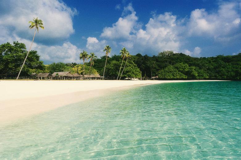 Champagne Beach - Vanuatu is een zeer veelzijdig land: Er zijn actieve vulkanen, tropische stranden en dichte regenwouden en heeft een rijke cultuur e
