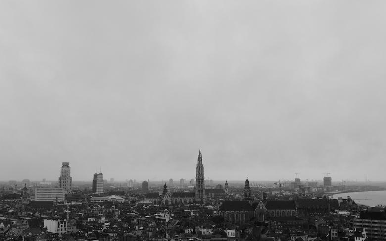 """Zicht op Antwerpen - Zicht op Antwerpen vanaf het panoramadak van het """"MAS"""" gebouw."""