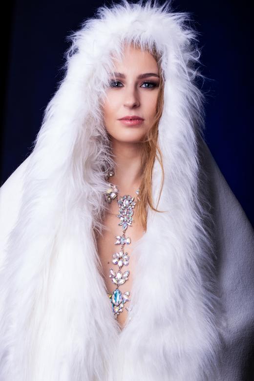 White fur -