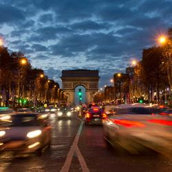 Parijs - Champs Élysées met Arc de Triomphe