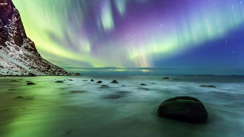 Oh what a night! - Overal om je heen noorderlicht maar op dat moment vond ik het boven de zee het mooiste.<br /> Ik wilde wel graag een beetje spanne