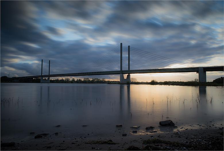 Am Rhein 2 - Rijnbrug Rees vanuit de uiterwaarden. Mooie locatie om nog wat te oefenen met de onlangs aangeschafte LEE filters.