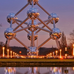 Atomium refelction