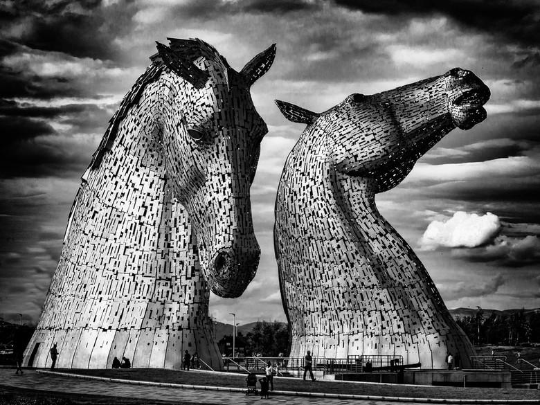De Kelpies - De Kelpies zijn twee stalen sculpturen van elk 30 meter hoog, die in een park bij het plaatsje Falkirk in Schotland staan opgebouwd. Ik h