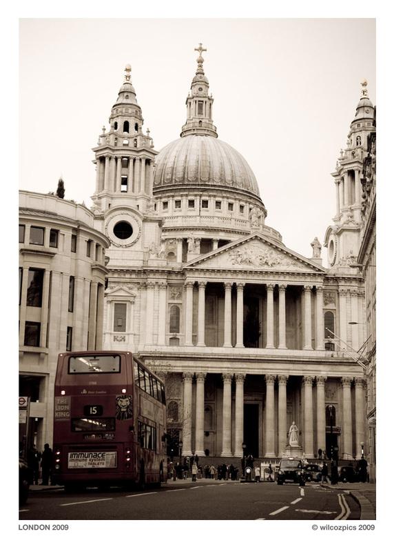 St. Paul's Cathedral - Op 'n rustige zondagochtend bij St. Paul's Cathedral. Prachtig mooi bouwwerk uit de 17e eeuw. De koepel heeft een ind