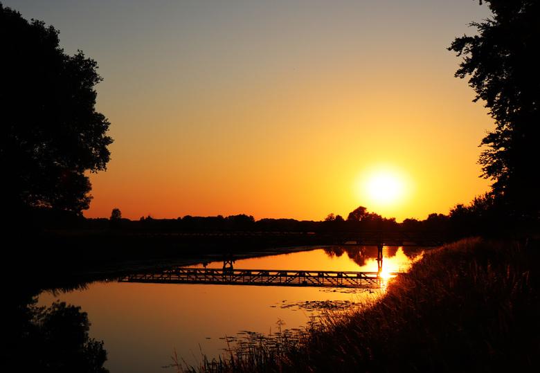 zomeravond - Dommel bij zonsondergang