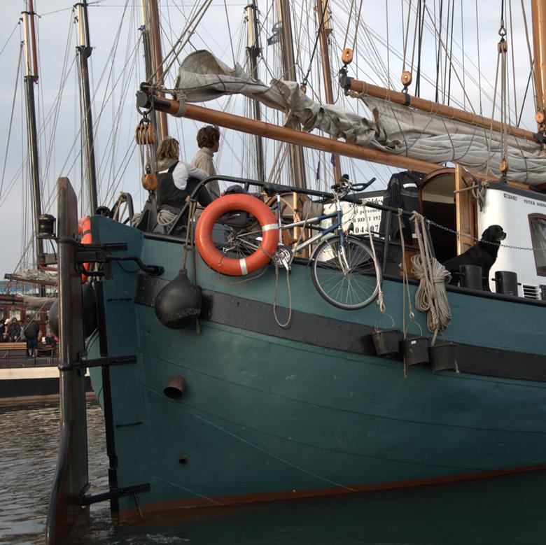 eropuit - een plekje zoeken in de haven van Vlieland