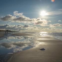 zonnige middag op het Egmondse strand