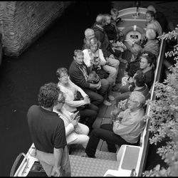 oké..met 4 a 5 min zitten we op zee windk 6 graag elkaar goed vasthouden..zo tegen de avond zijn we in Engeland !! Ik wens U een fijne vakantie.