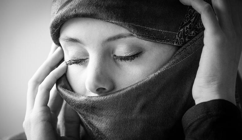 Veiled woman B&W - 086A7003-1.jpg