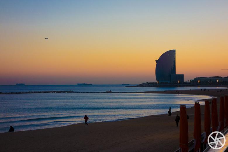 Playa de Barcelona - Het strand van Barcelona met uitzicht op het zeer luxe W hotel.
