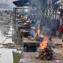 Lijkverbranding op speciale lokatie, Pashupanitha Temple