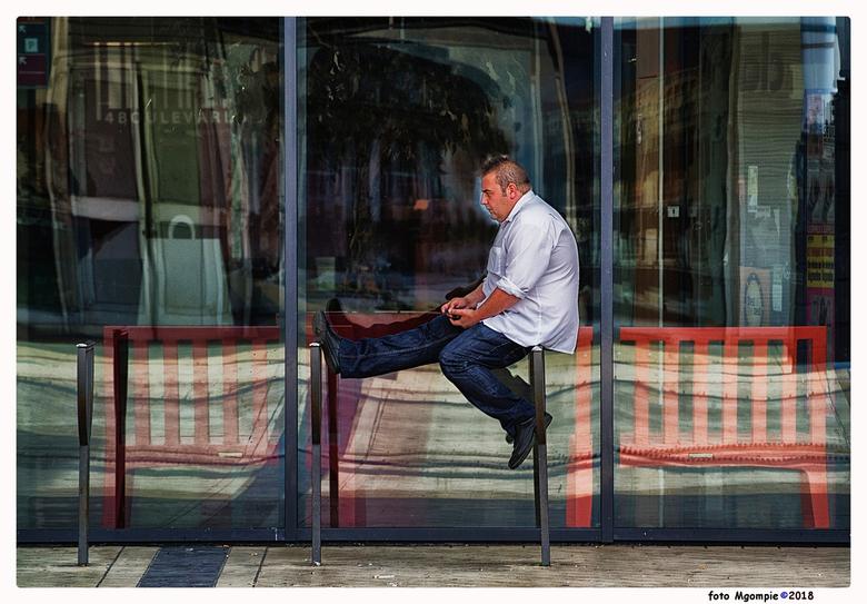"""Sitting - Daar zit je dan.……<br /> <br /> Bedankt voor de reacties op <a href=""""http://zoom.nl/foto/landschap/norwegian-morning.2961539.html?object=u"""