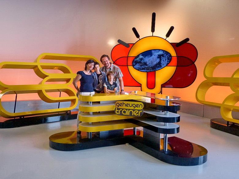 Media Park. - Open studio dagen op het Media Park 2012 Hilversum.<br /> Ook kun je op de foto in het decor van Max geheugentrainer.<br /> <br /> 1