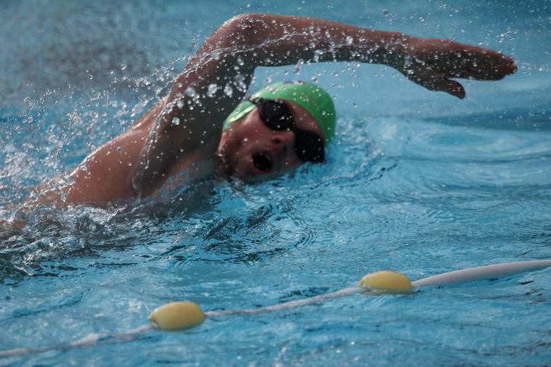 Ijskoud - Voor het eerst in Nederland werd er een NK ijszwemmen gehouden in Volendam. Het was werkelijk ijskoud. Deze zwemmer ging voor goud.
