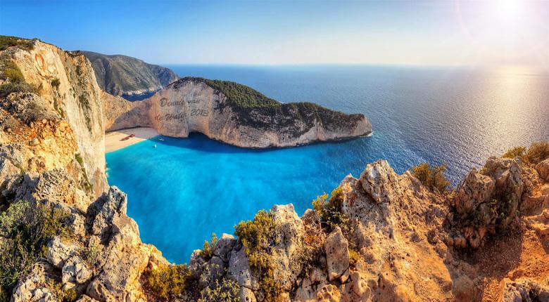 Shipwreck beach - 180 graden panorama vanaf de klif boven Shipwreck beach op het eiland Zakynthos. Geen hekjes, dus leuk met hoogtevrees...