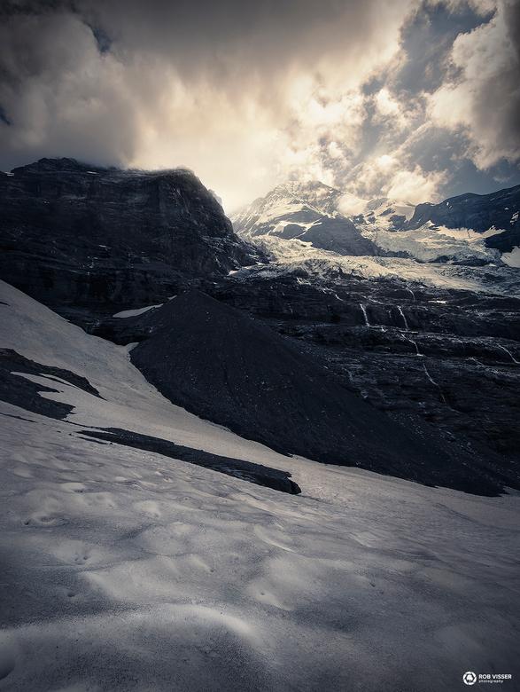 Eternal steps - In de sneeuw op de voet van de Mönch in de Zwitserse Alpen.