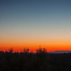 Zonsondergang met links geen witte stip maar onze buurplaneet Venus