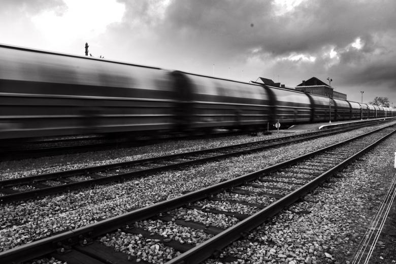 rails of life - neerpelt station -