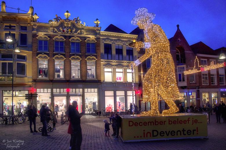 Scrooge - Deventer heeft, nu in de donkere dagen voor een aantal lichtfiguren in de stad geplaatst. Eindelijk even tijd gevonden om deze te gaan fotog