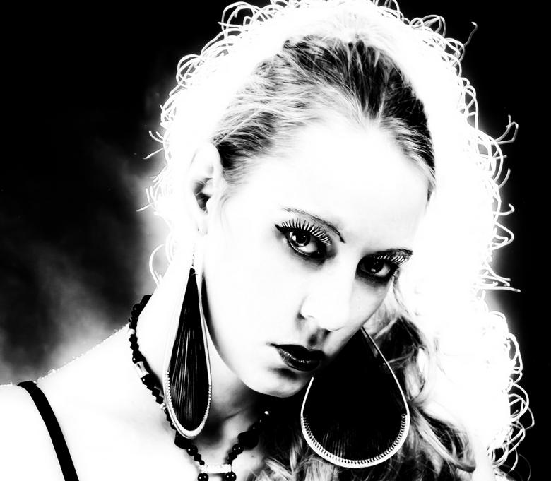 Black and White - Fotograaf Yvo Ambags<br /> <br /> Model Luna-Kissy <br /> <br /> Foto mag gebruikt worden in zoom<br /> Toestemming van iederee
