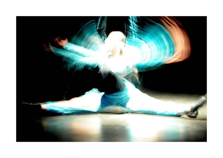 Dance Art 01 - Deze foto is geplaatst zoals ie genomen werd op een dansvoorstelling van de plaatselijke dansschool Varya. Weet dat er plaatselijke ove