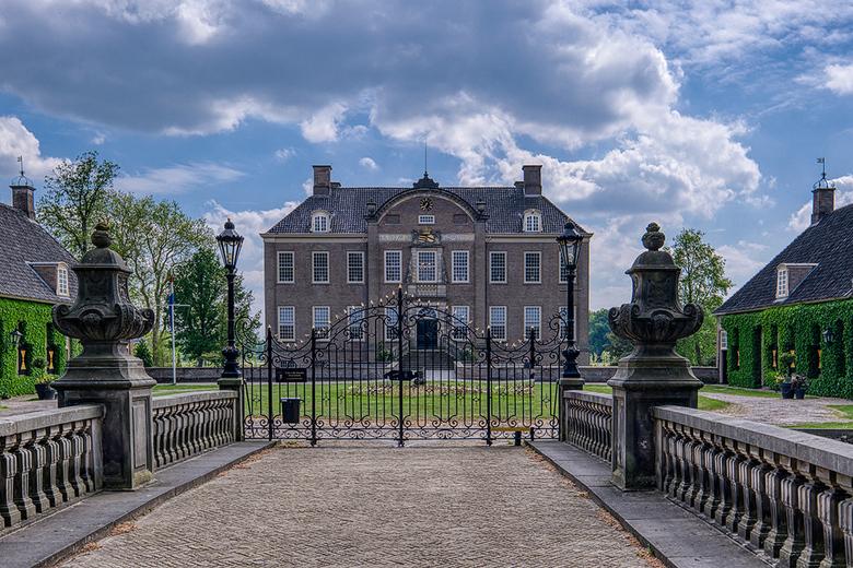 Kasteel  Eerde in Ommen - Een tijdje geleden kasteel Eerde bezocht, helaas was het afgesloten. Maar wat een geweldig mooi kasteel is het, tegenwoordig