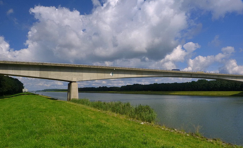 Amsterdam Rijnkanaal en omgeving 454. - Goyerbrug  bij schalkwijk.<br /> <br /> 9 augustus 2012.<br /> Groetjes Bob.