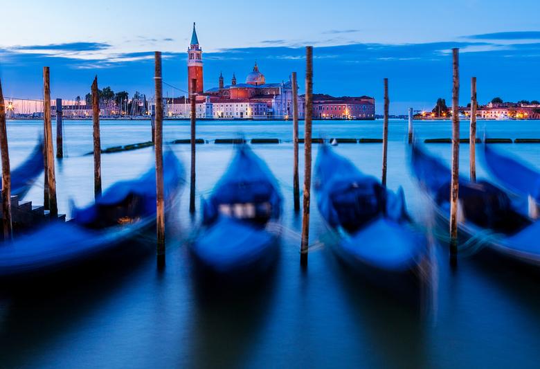 Venice Blues - Uitzicht op de San Giorgio in Venetië. Bewerkt in Adobe Lightroom