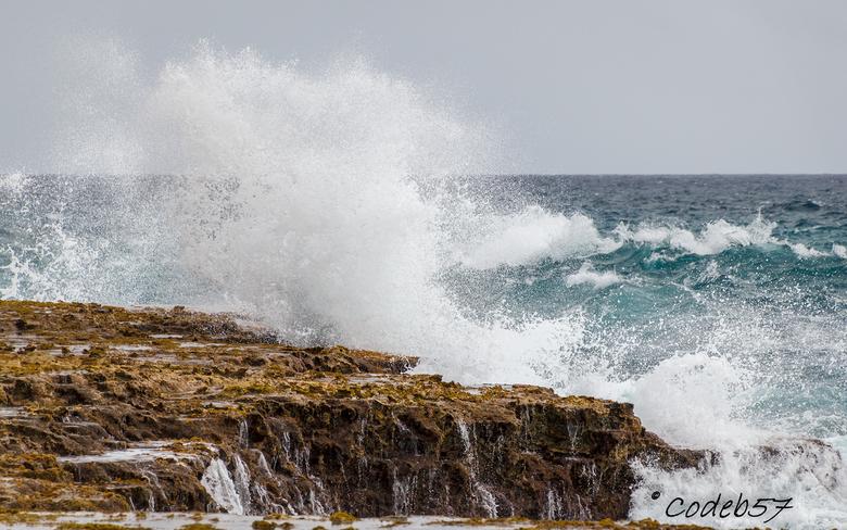 Natuurgeweld - Aan de noordoost kust van Bonaire, in het National Park Washington Slagbaai, is moeder natuur hier het mooist.<br /> De golven komen e
