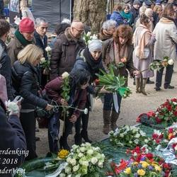 Gemeente Amsterdam legt bloemen