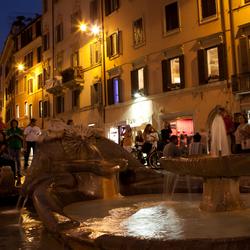 fontein bij Spaanse Trappen in Rome