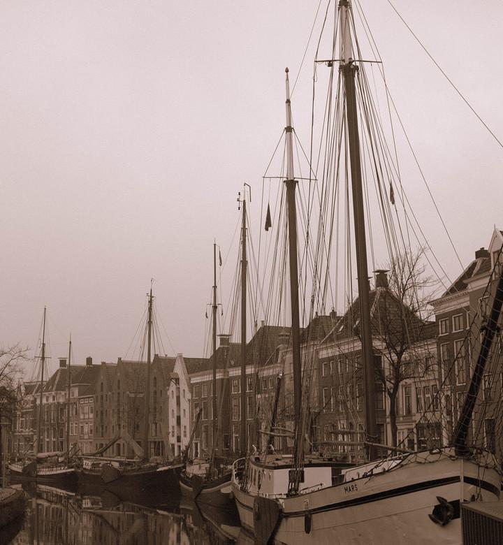 oude haven - Haven in de stad Groningen met het zicht op de Hoge der Aa, anno ?
