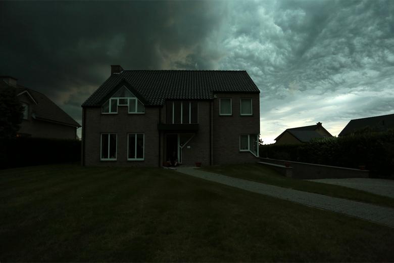 Nood weer code rood - Nog nooit heb ik zulke angstaanjagende wolken gezien dit waren de voortekenen van het noodweer dat er aan zat te komen.<br />