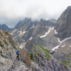 Madonnen Klettersteig Boven op de graat met uitzicht op de Simonskopf.