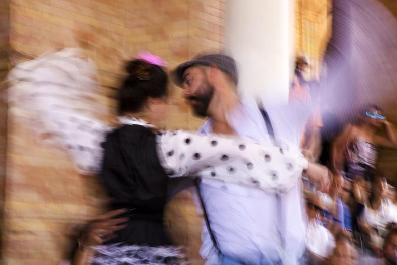 Spanje 57 - Geprobeerd om de beweging in beeld te brengen van de flamenco dansers.