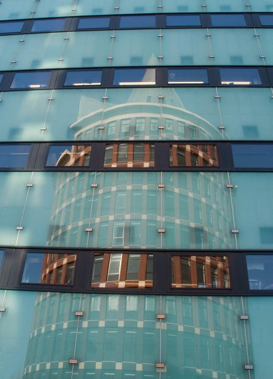 Reflectie Natalini toren Roermond -