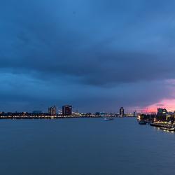 Rotterdam in de avond 2