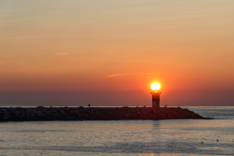 Sunset - Sunset on the Scheveningen lighthouse