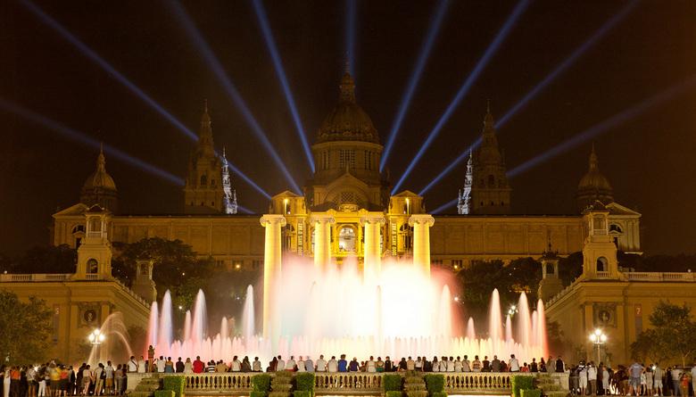 Barcelona fontein  - Fontein voor het nationale museum van Barcelona, iedere avond licht show tussen 21:00 en 00:00.