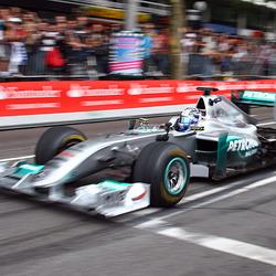 Mercedes GP met haast