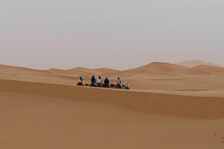 Karavaan in eindeloze leegte... - Deze opname maakte ik vorige maand in de zandduinen van Erg Chebbi in Marokko. Door het eerste half uur niet op een